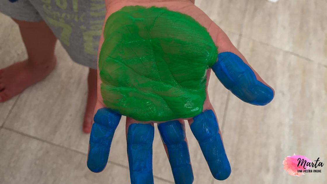 mà pintada amb pintura